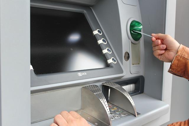 "Bankomat ""pożarł ' kartę co robić?"